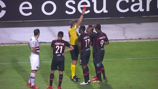 Nikão é punido no Atlético-PR com cinco jogos de suspensão pelo STJD