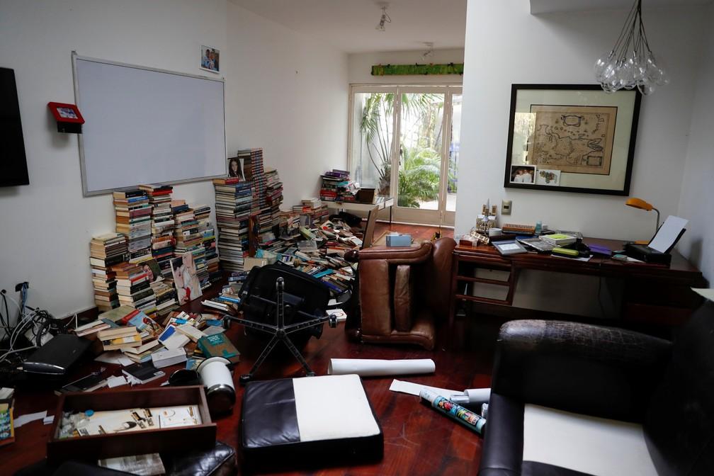 Casa de Leopoldo López foi revirada, acusa a mulher do político — Foto: Carlos Garcia Rawlins/Reuters