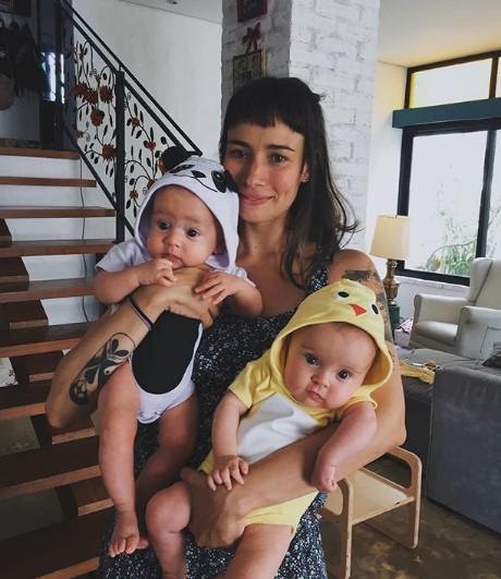 Flávia Rubim com os gêmeos Teresa e Antônio (Foto: Reprodução Instagram)