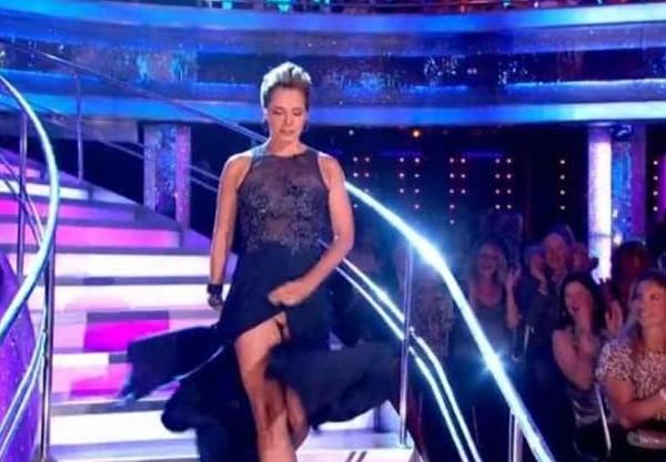 A dançarina inglesa Darcey Bussell em meio ao acidente envolvendo sua vestimeta (Foto: Reprodução)