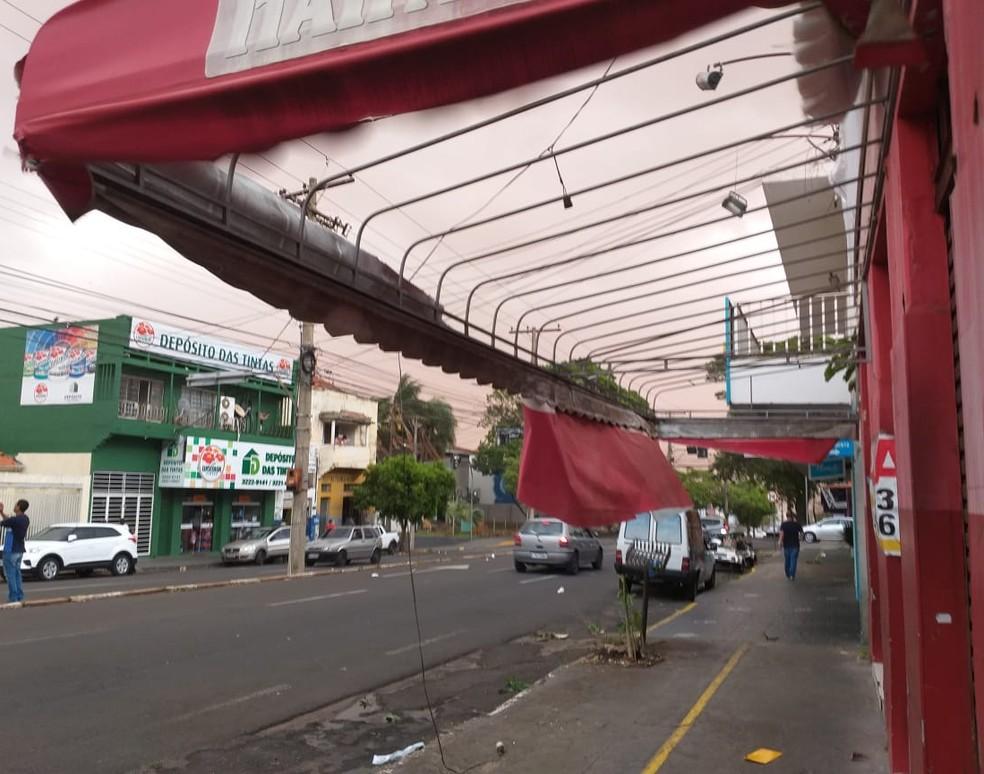 Tempestade de poeira atingiu Presidente Prudente (SP) na tarde desta sexta-feira (1º) — Foto: Heloise Hamada/TV Fronteira