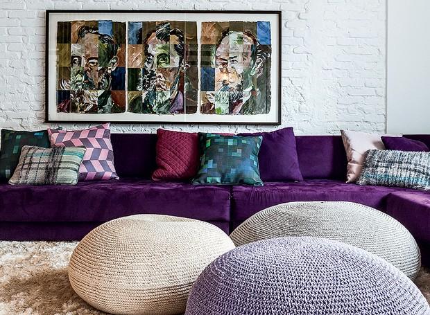 As cores dos pufes seguem o padrão do projeto mas com tonalidades mais claras (Foto: Lufe Gomes/Editora Globo)