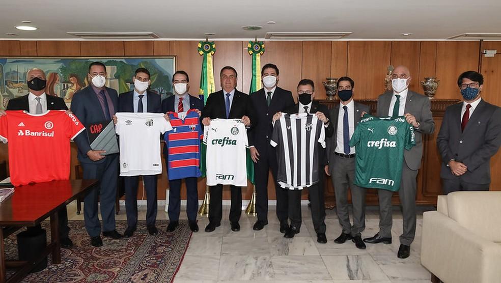 Bolsonaro em encontro com clubes favoráveis à MP, em junho — Foto: Marcos Corrêa/Palácio do Planalto
