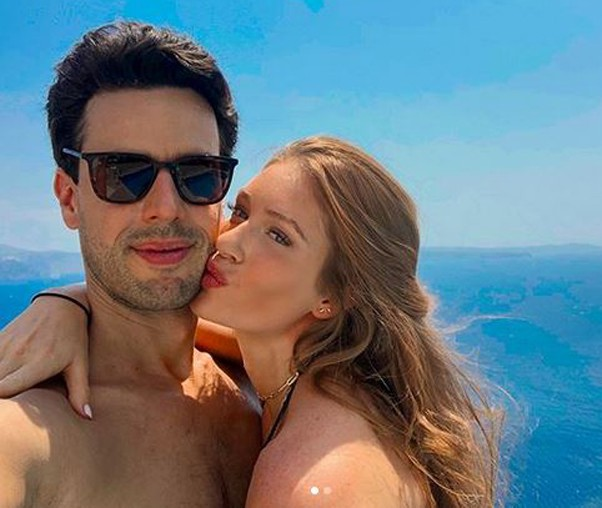 Marina e o marido, Xande Negrão, namoram na Grécia  (Foto: Reprodução/Instagram)