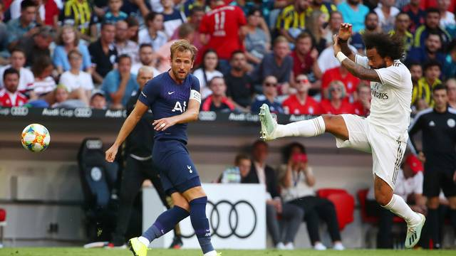 Harry Kane e Marcelo em ação durante Real x Tottenham