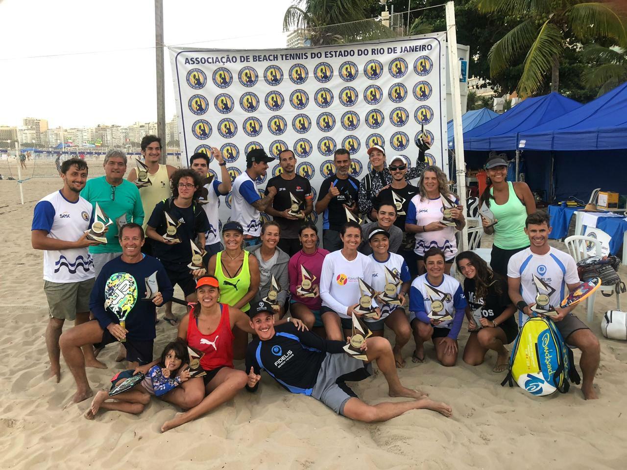 Alguns dos participantes da IV Maratona de Beach Tennis, em Copacabana