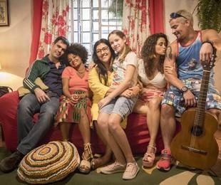 A família de Lurdes (Regina Casé) em 'Amor de mãe' | TV Globo