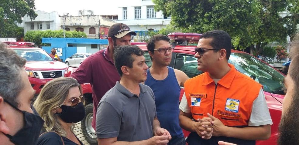 O coronel Leandro Sampaio Monteiro, secretário de Estado de Defesa Civil (Sedec-RJ), foi a Porciúncula na tarde deste domingo (21) acompanhar os estragos provocados pela inundação — Foto: Prefeitura de Porciúncula/Divulgação