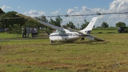 Avião monomotor vai parar dentro de cemitério após acidente em Araçatuba