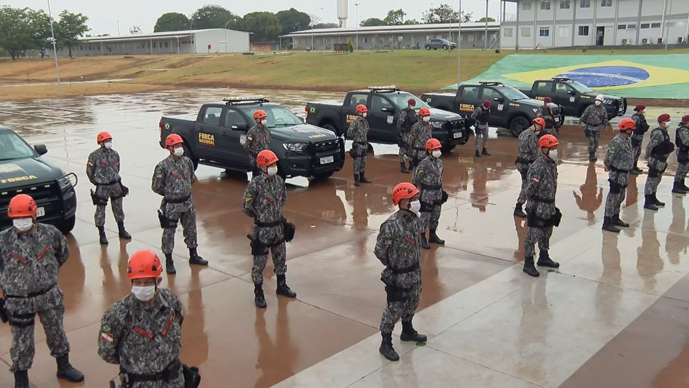 Bombeiros da Força Nacional partem do DF para Mato Grosso  — Foto: TV Globo/Reprodução