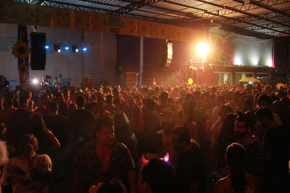 Milhares de foliões estiveram no bloco Cauxi Eletrizado — Foto: Rickardo Marques/G1 AM