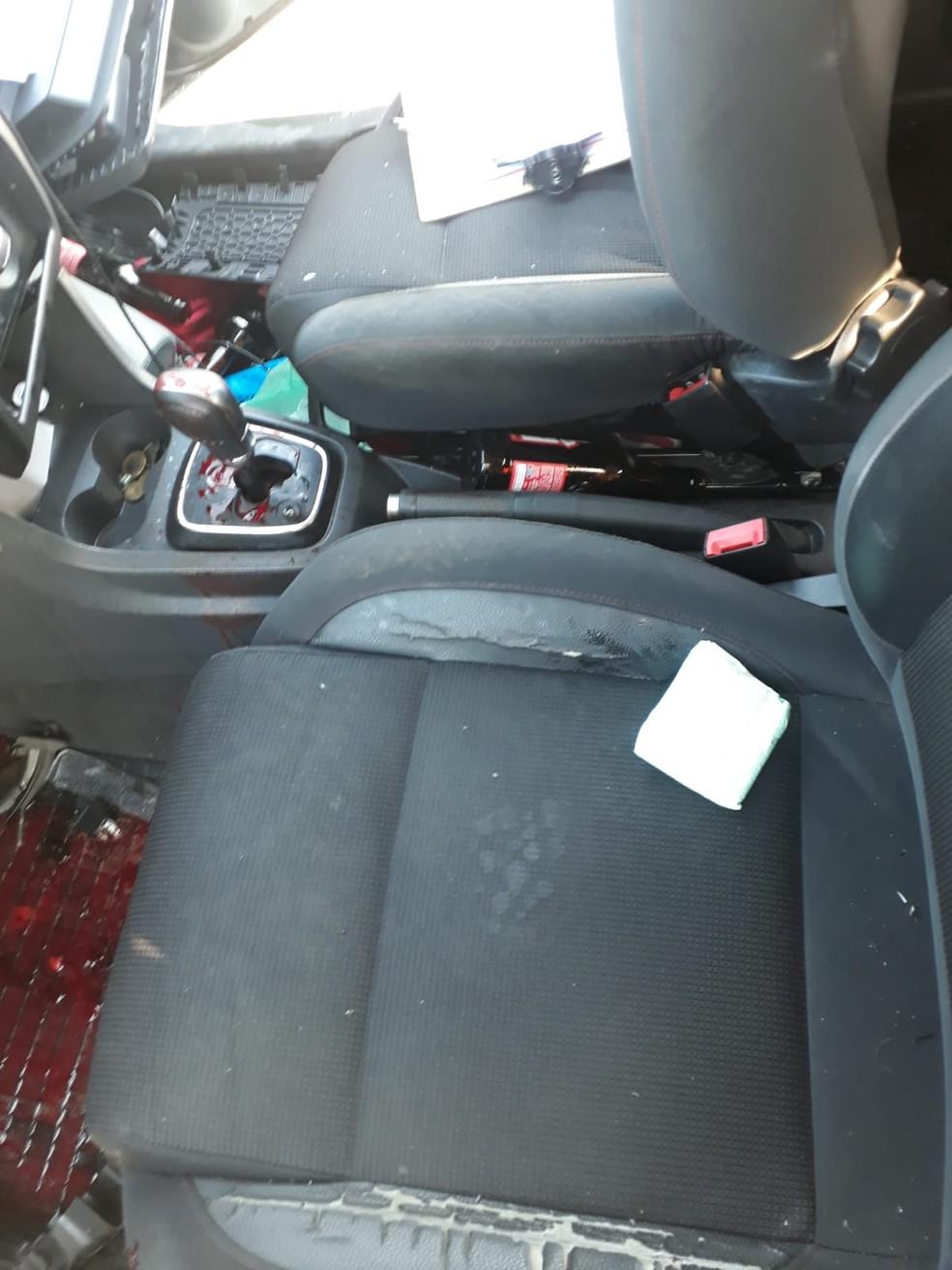Carro tinha várias garrafas de cerveja e motorista apresentava sinais de embriaguez — Foto: Guarda Municipal/Divulgação