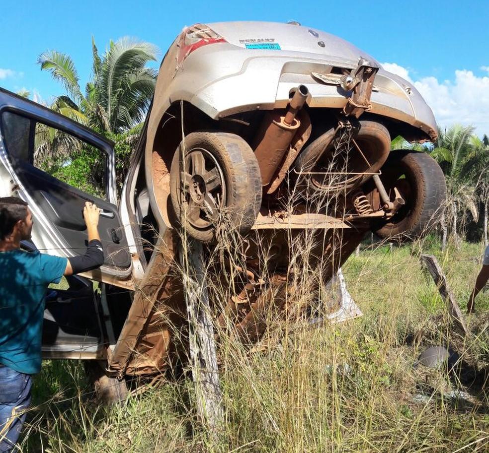 Duas pessoas morreram após batida com vaca (Foto: Polícia Militar/Divulgação)