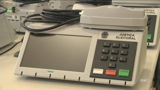 TRE dá início à distribuição de urnas eletrônicas que serão usadas nas eleições de 2018 em cidades de SC