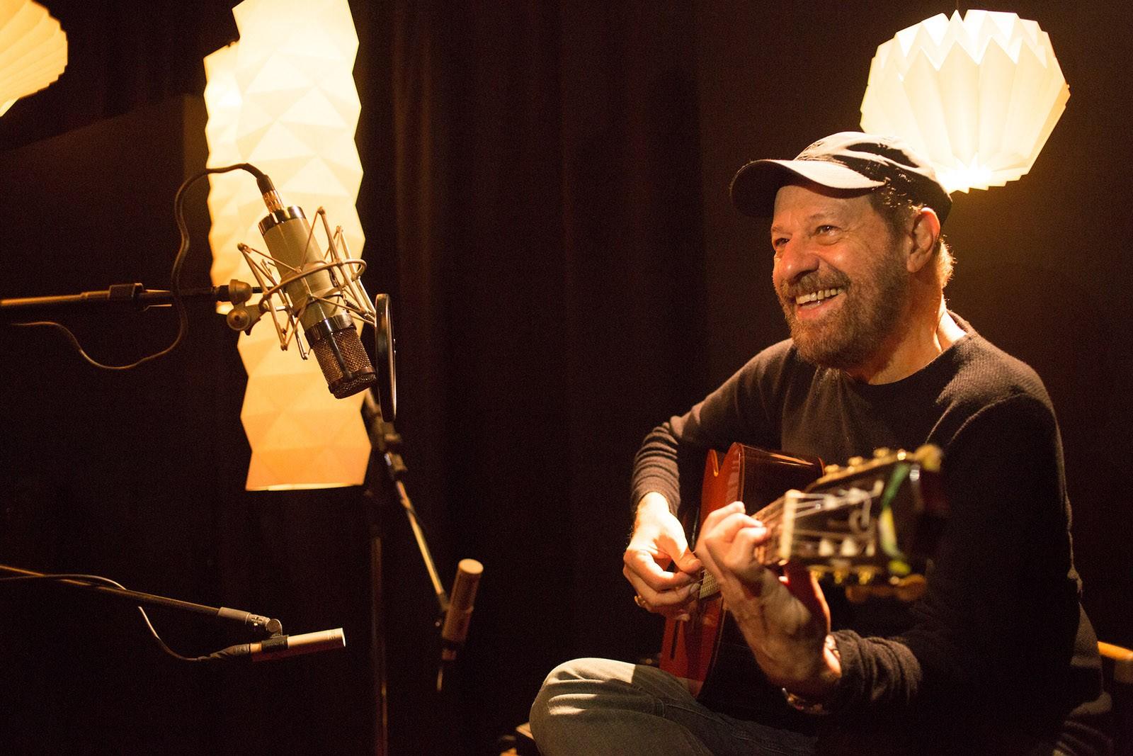 João Bosco amplia parceria com Aldir Blanc em disco com letras inéditas do compositor carioca