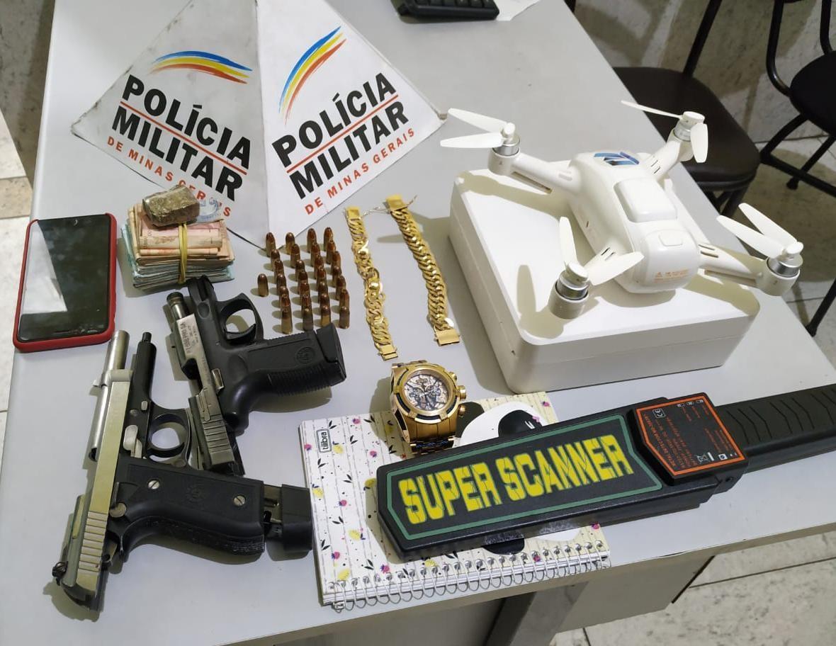 Foragido da Justiça é capturado com armas e R$ 13 mil na zona rural de Bom Jesus do Galho