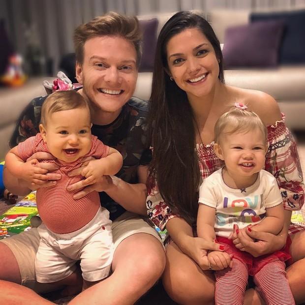 MIchel Teló e Thaís Fersoza com os filhos (Foto: Reprodução/Instagram)
