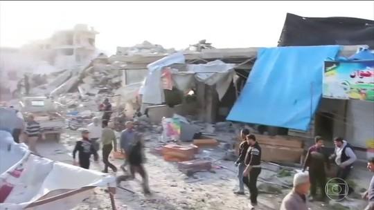 Bombardeio a mercado na Síria deixa dezenas de mortos, diz ONG