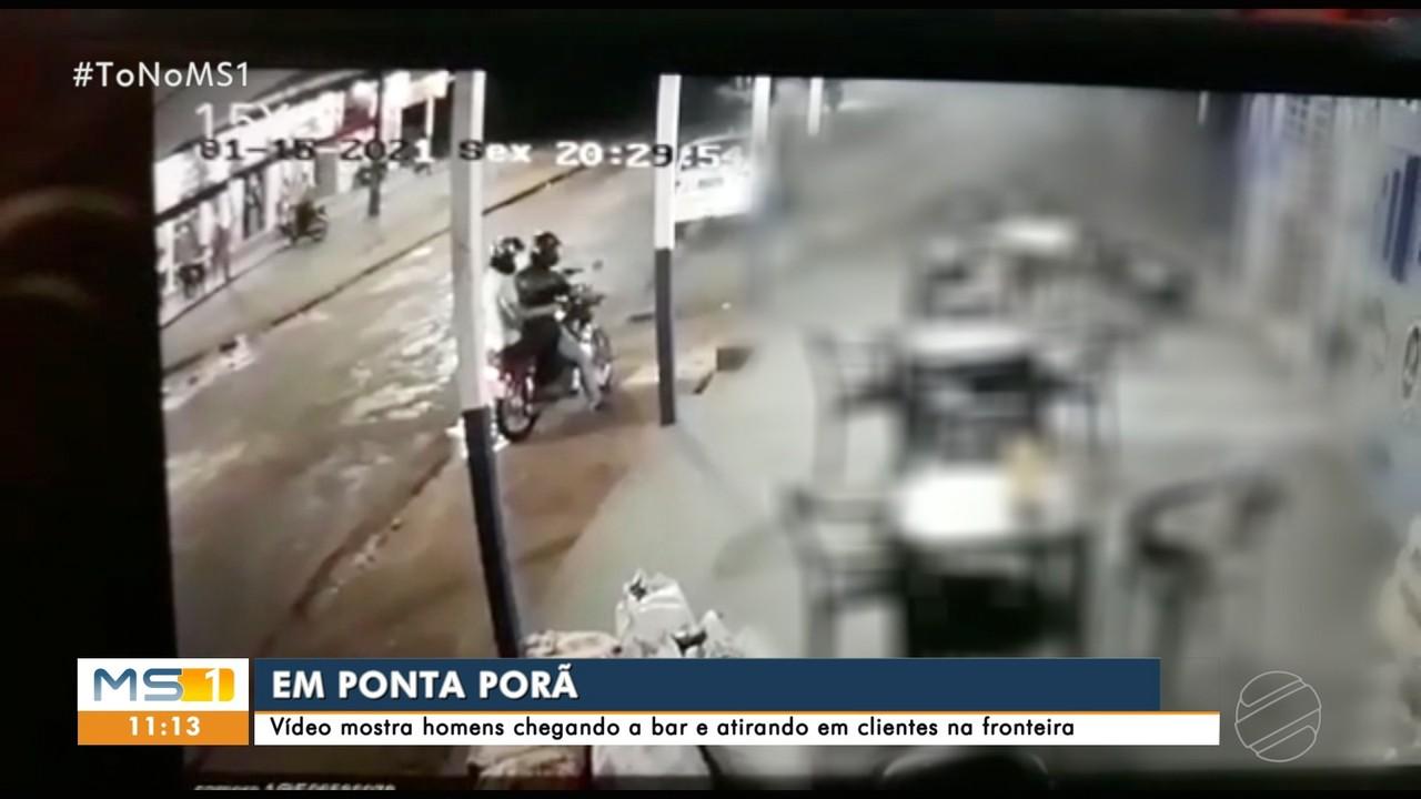 Vídeo mostra homens chegando a bar e atirando em clientes na fronteira com Paraguai