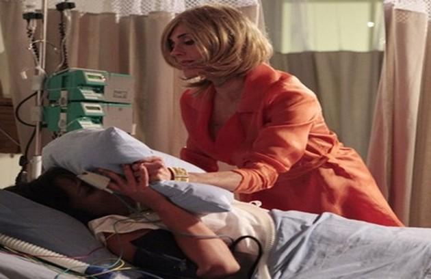 Tereza Cristina guarda um segredo: ela não é filha biológica de seus pais ricos, e sim da empregada da família. Para esconder isso de todos, ela é capaz até de matar (Foto: TV Globo)
