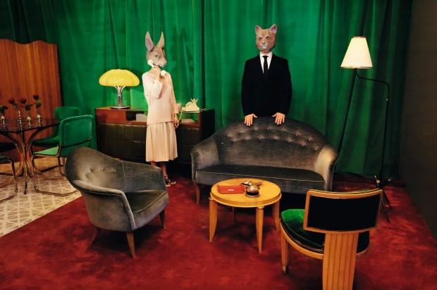 Dos personas disfrazadas con mascaras de animales en un salon  (Foto: Alfonso Ohnur)