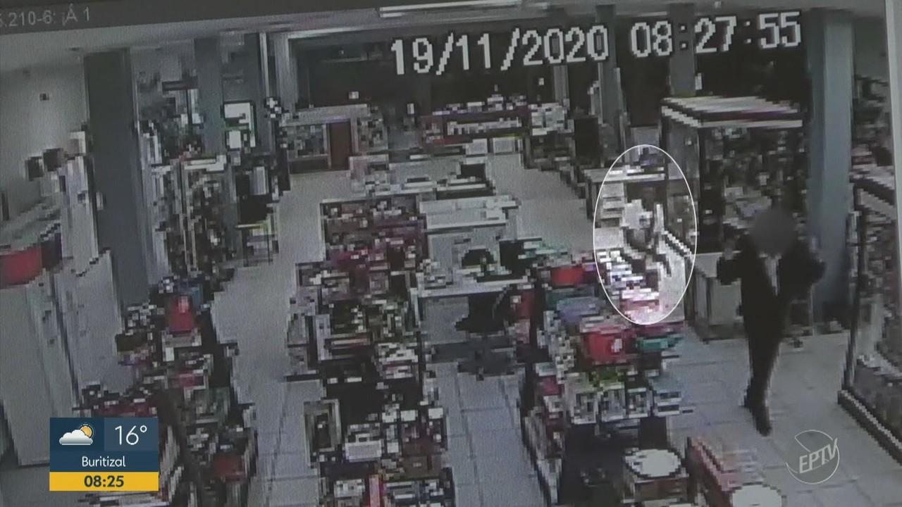 Bandidos assaltam loja e roubam 54 celulares em São Pedro