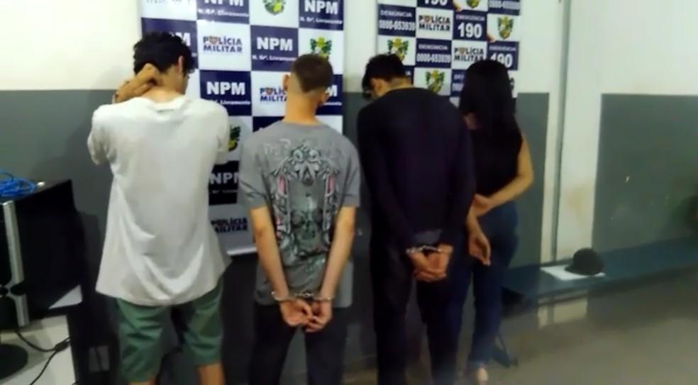 Jovens foram presos por sequestrar homem atraído para encontro amoroso em Cuiabá — Foto: Polícia Militar de Várzea Grande/Divulgação
