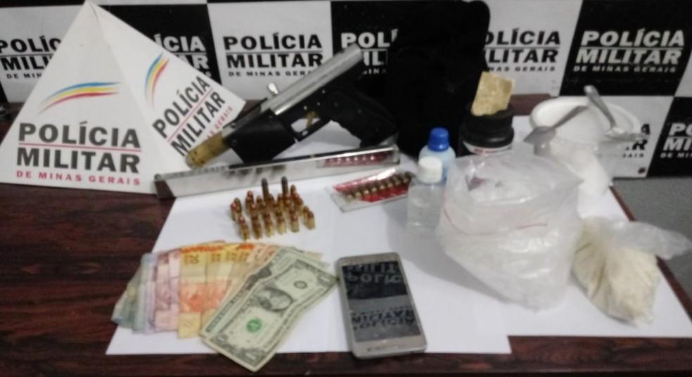 -  Operação da Polícia Militar apreendeu armas, drogas e dinheiro  Foto: Polícia Militar de Divinópolis/Divulgação