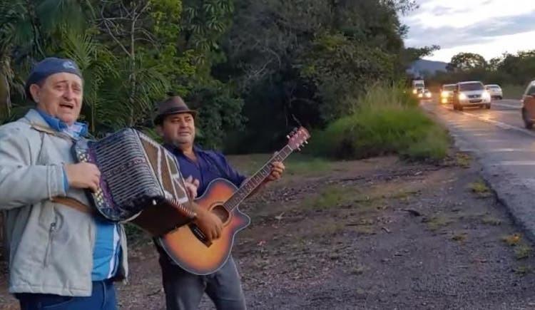 Músico de SC faz canção sobre buracos na BR-470 e viraliza na web