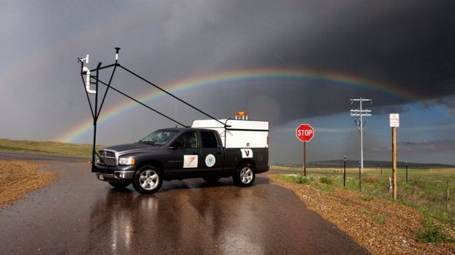 Um dos veículos utilizados pelos pesquisadores do projeto Relâmpago para estudar as tempestades na Argentina (Foto: Divulgação via BBC News Brasil)