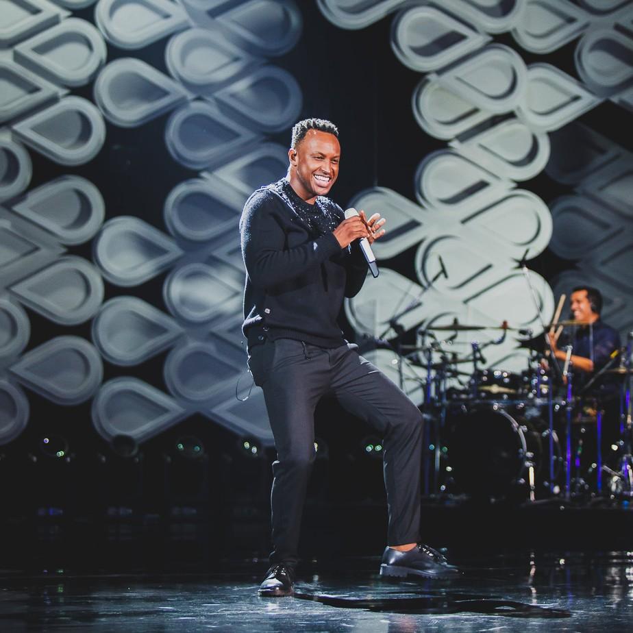 Thiaguinho canta com Alexandre Pires, Mariana Rios e Péricles no álbum 'Infinito'