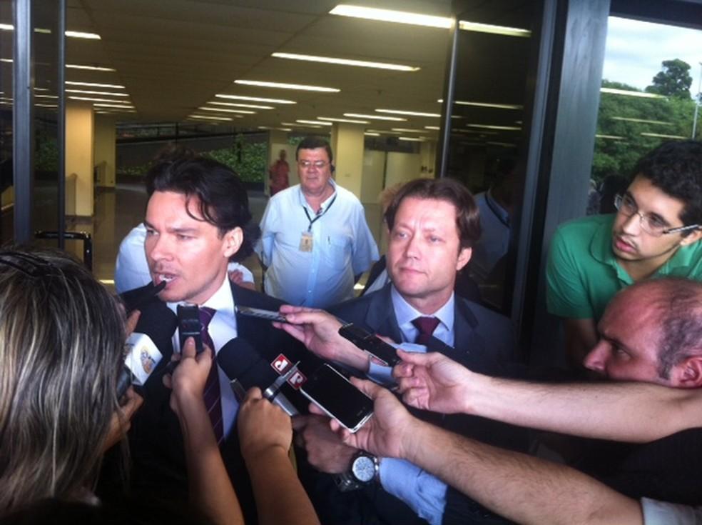 Promotor Márcio Augusto Friggi de Carvalho dá entrevista após um dos julgamentos dos PMs acusados pelo massacre do Carandiru (Foto: Márcio Pinho/G1)