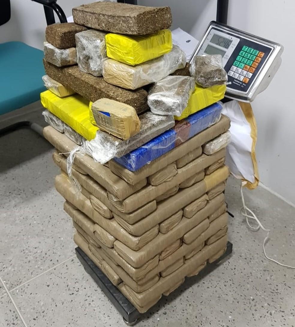 Polícia persegue suspeito e apreende carga de maconha em Fortaleza — Foto: Polícia Civil/Divulgação