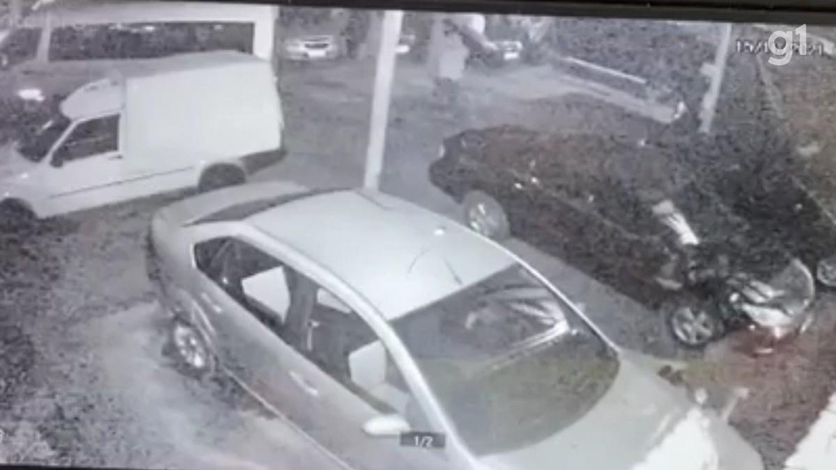 VÍDEO: Criminosos invadem lava-rápido e furtam sete carros em São José dos Campos