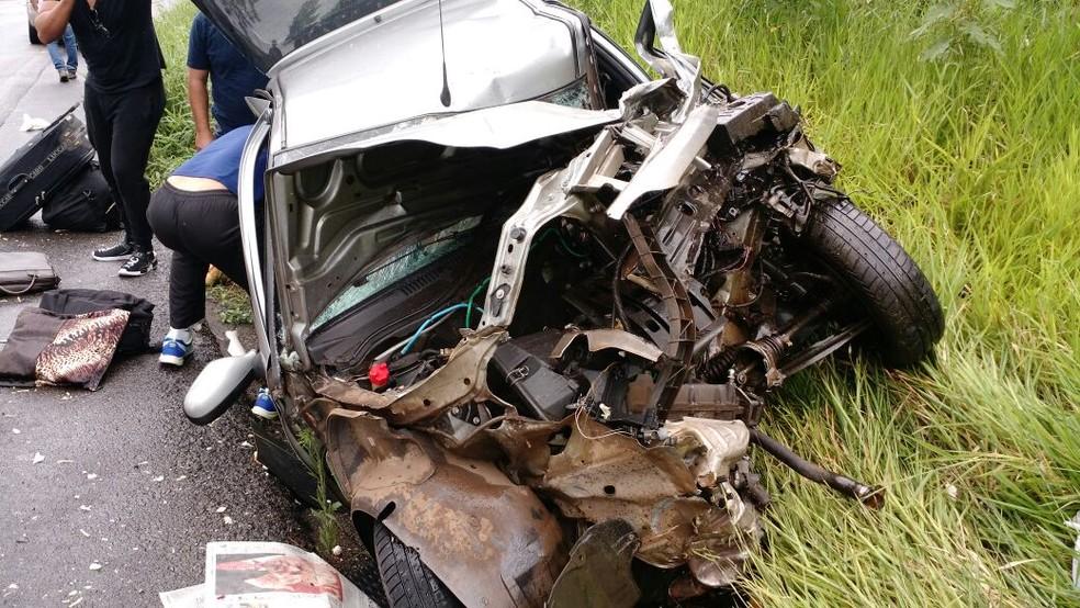 Mulher morreu em batida entre carro e ônibus em Alfredo Wagner (Foto: Milton Barão/Divulgação)