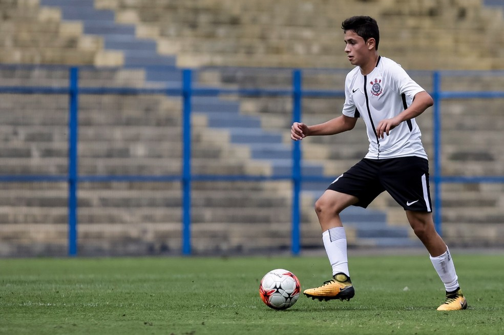 Thomas é volante no time sub-13 do Corinthians (Foto: Rodrigo Gazzanel/Ag. Corinthians)