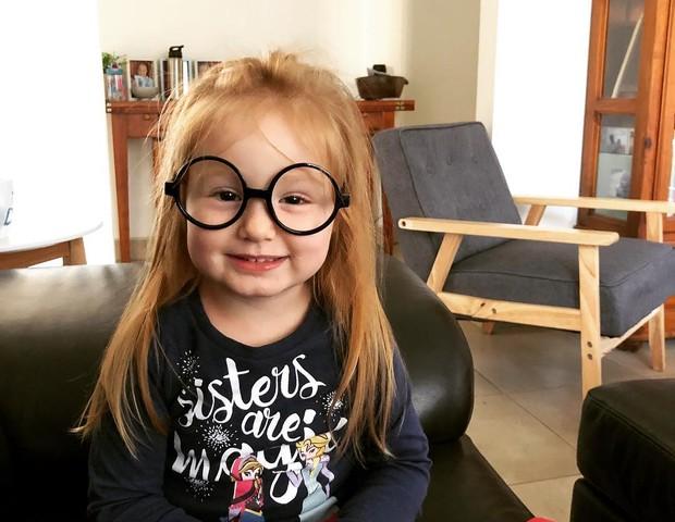 Olivia, de 3 anos, é a filha caçula da escritora (Foto: Reprodução/Instagram)