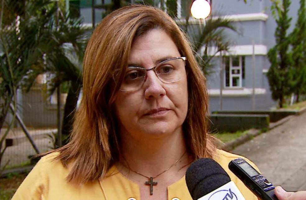 A advogada de defesa da 'madame do crime', Luzia Helena Sanches, após audiência no Fórum Criminal de São Carlos (Foto: Reprodução/ EPTV)