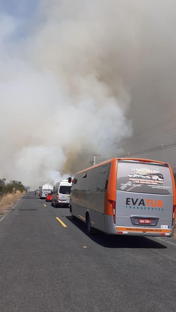Bombeiros tentam controlar incêndio na região do Pantanal em MT