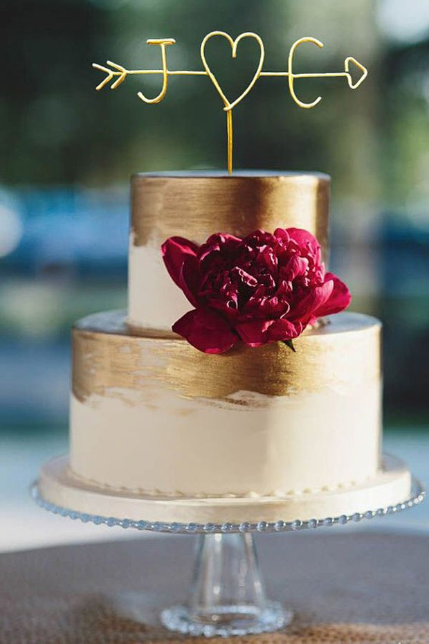 Topo de bolo de casamento: Iniciais em arame (Foto: Pinterest/Reprodução)
