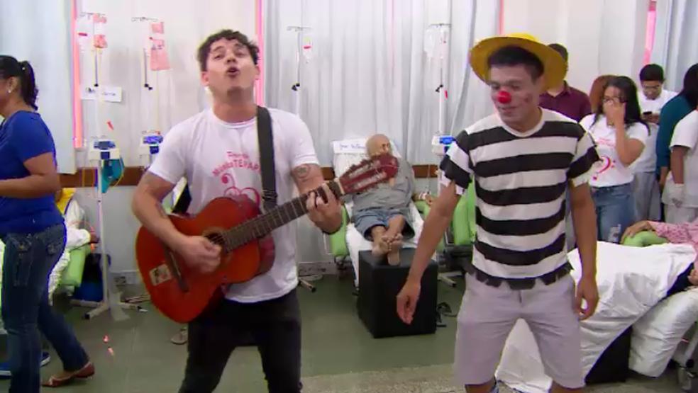 -  Música em hospital de Macapá alegra pacientes e ameniza dor  Foto: Rede Amazônica/Reprodução