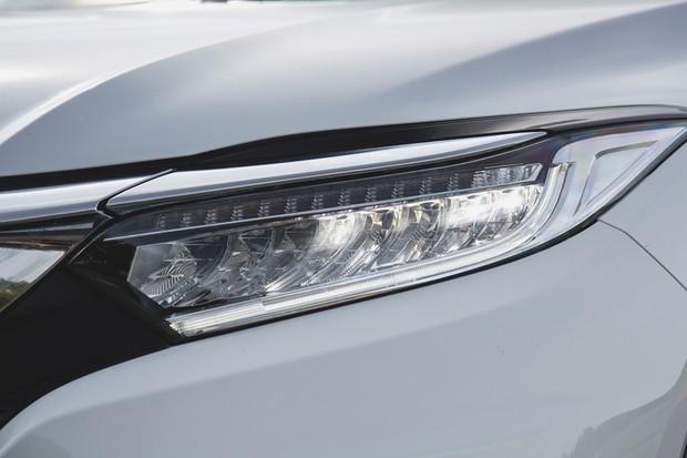 Os faróis são de LED como no Civic Touring e outros modelos top da Honda (Foto: Fabio Aro/Autoesporte)