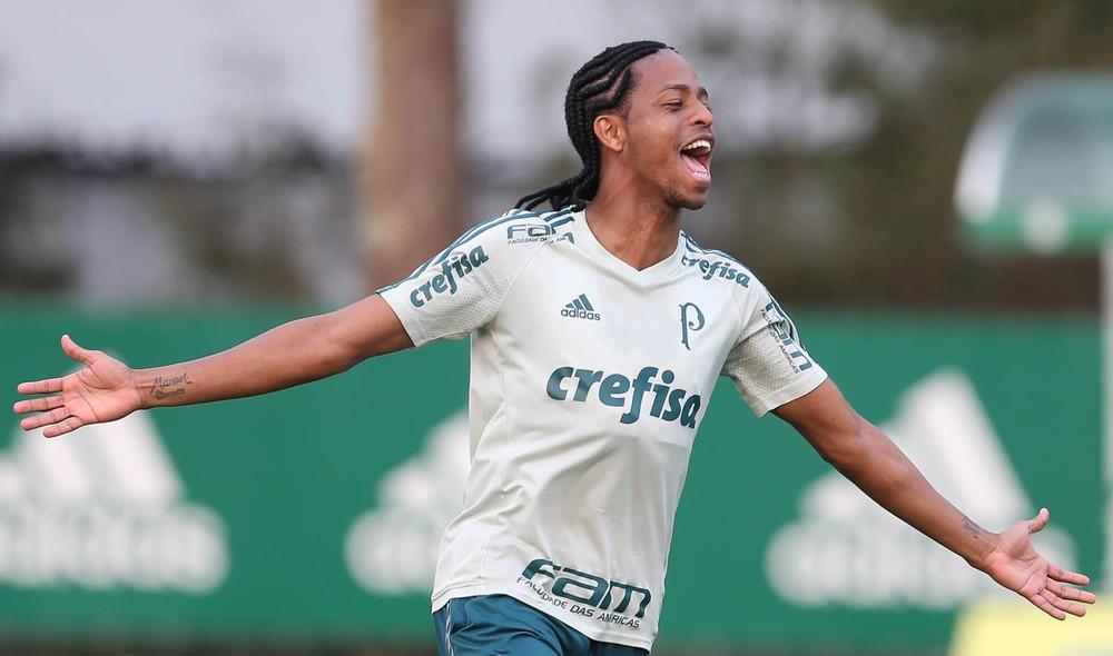 Por comportamento, Róger Guedes fará treinos à parte no Palmeiras