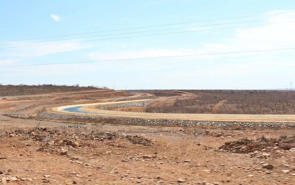 Necessidade de manuntenções na fase de teste tem provocado ocilações na vazão de água liberara para a Paraíba (Foto: Artur Lira/G1/Arquivo)