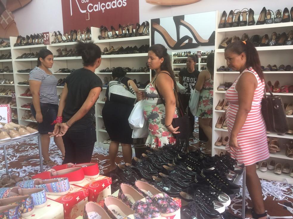 8e0831243 ... Lojas do Centro de Cuiabá vão estender promoções para a semana — Foto   Bruna Barbosa