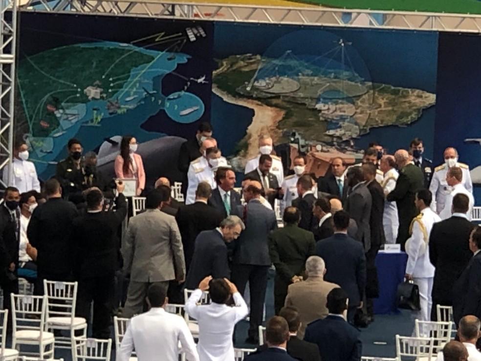 Bolsonaro chega sem máscara para a entrega da Medalha Mérito Desportivo Militar — Foto: Henrique Coelho/G1