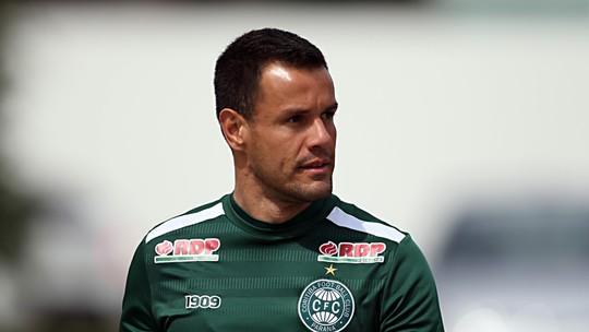 9efc426ada Goleiro coxa-branca se lesionou no empate contra o Paysandu