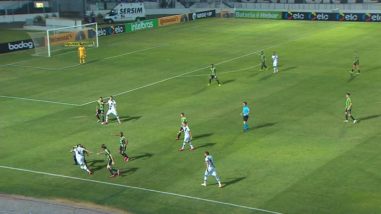 Gol da Ponte! Bruno Rodrigues cruza na área e Moisés cabeceia para o gol, aos 5 min do 1T