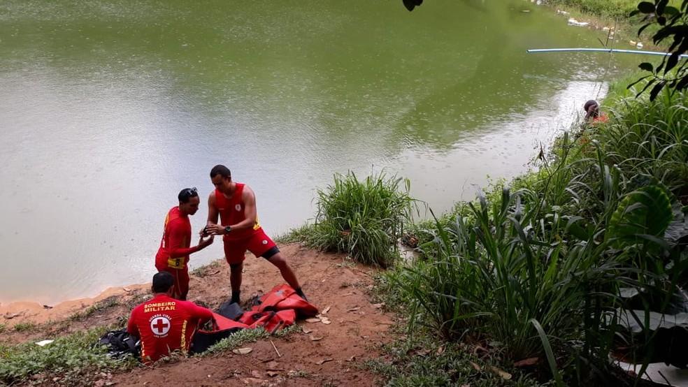 Adolescente desapareceu n sábado (8) após entrar na lagoa, no bairro de Canabrava — Foto: Corpo de Bombeiros