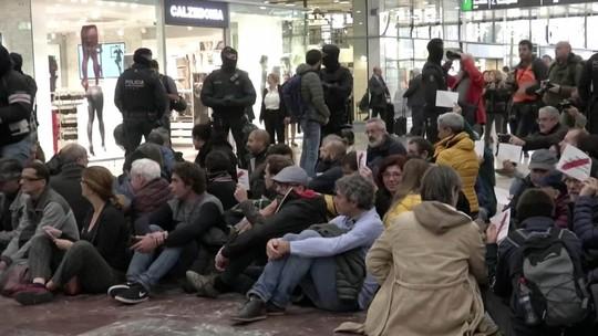 Separatistas ocupam estação de trem em Barcelona